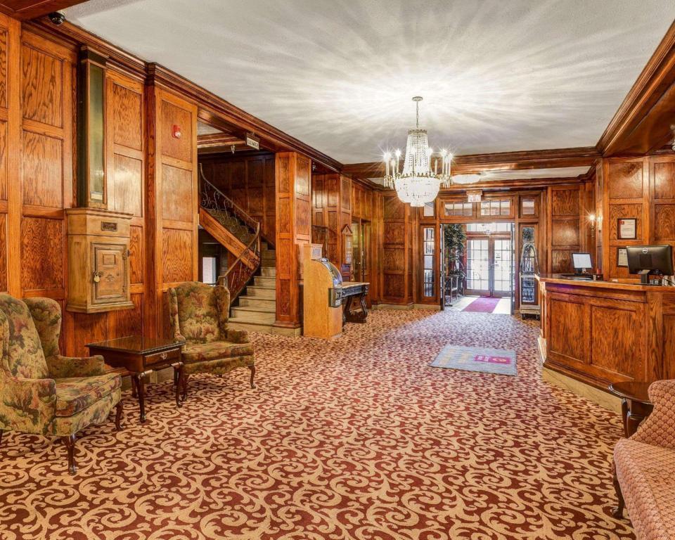 Clarion Hotel Morgan in Morgantown (WV) - Room Deals, Photos