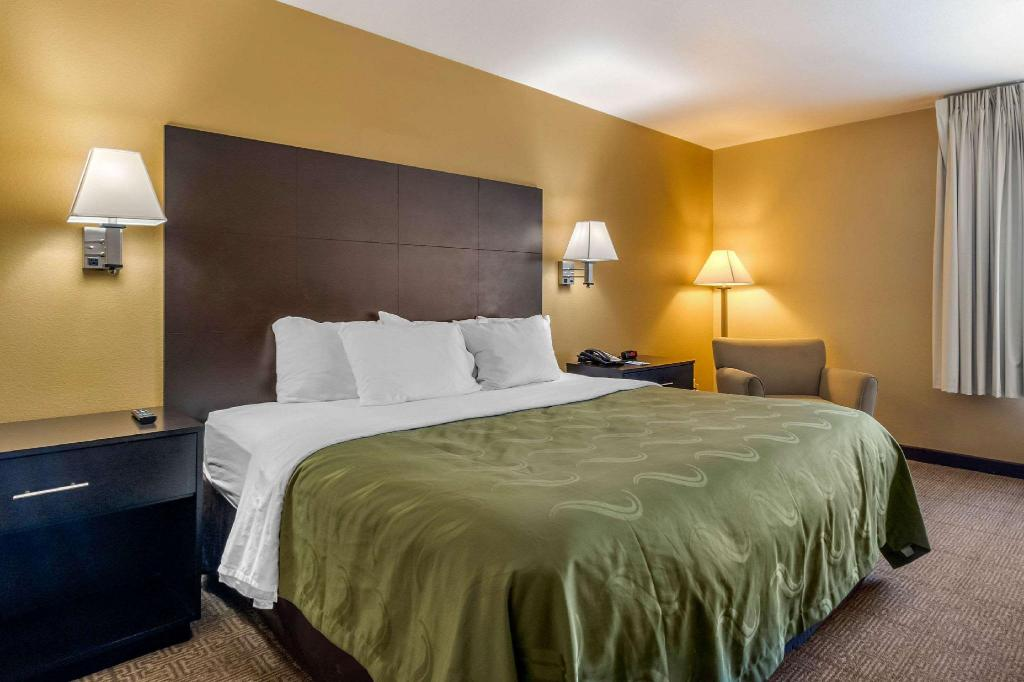 1 King Bed, No smoking, Accessible - Guestroom