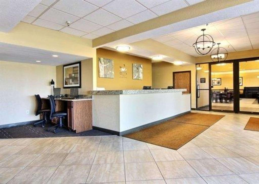 Lobby Quality Inn Thief River Falls
