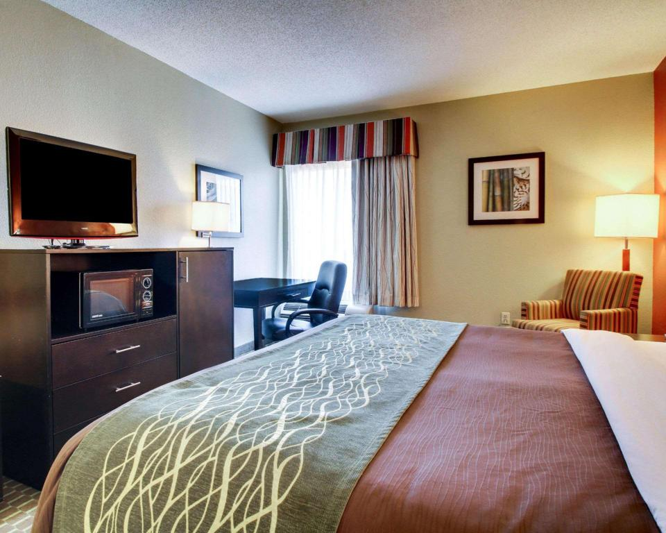 1 King Bed Nonsmoking - Guestroom Comfort Inn Meridian