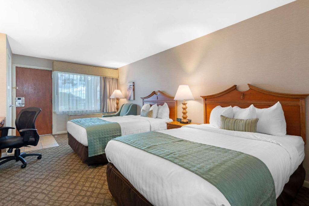2 Double Beds Nonsmoking - Guestroom The Inn at Gran View Ogdensburg, Ascend Hotel Collection