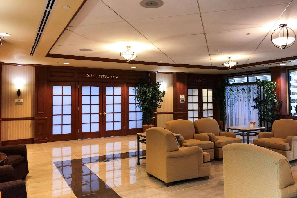 Lobby Clarion Hotel & Conference Center