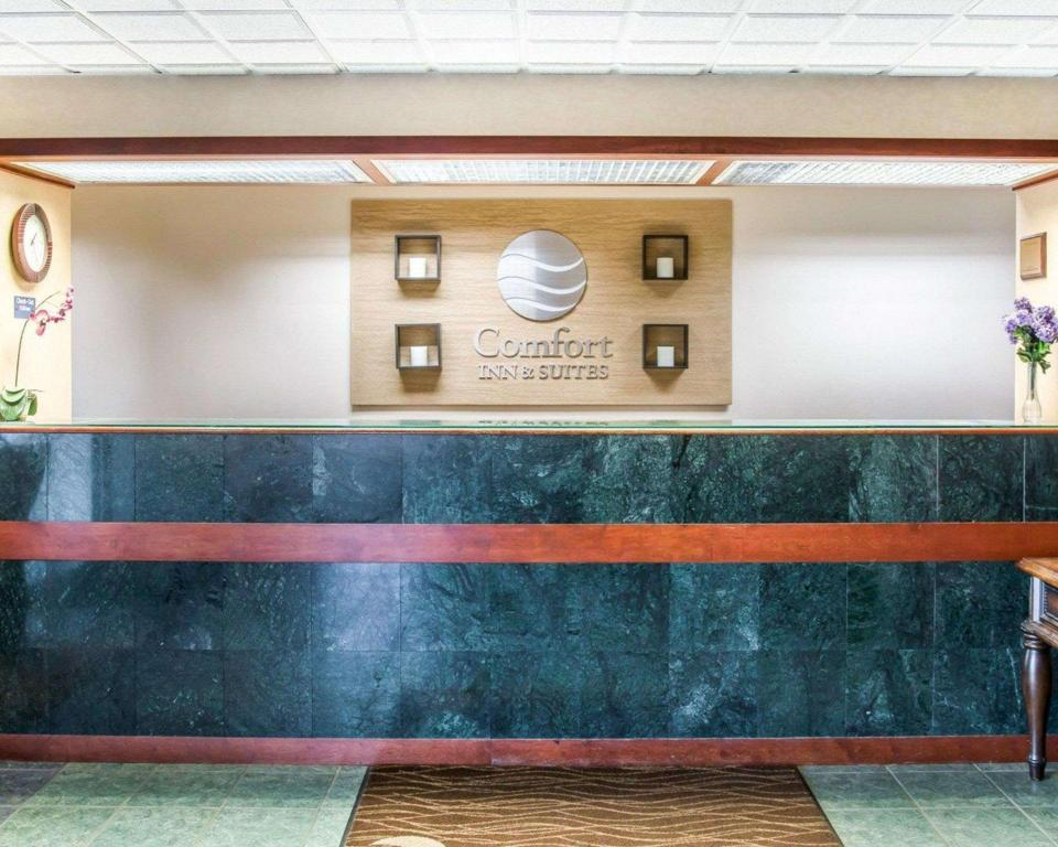 Lobby Comfort Inn and Suites Maumee - Toledo (I80-90)