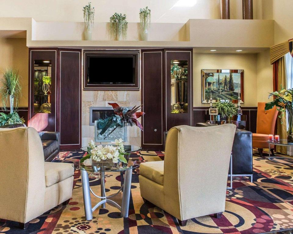 Lobby Comfort Suites Troy