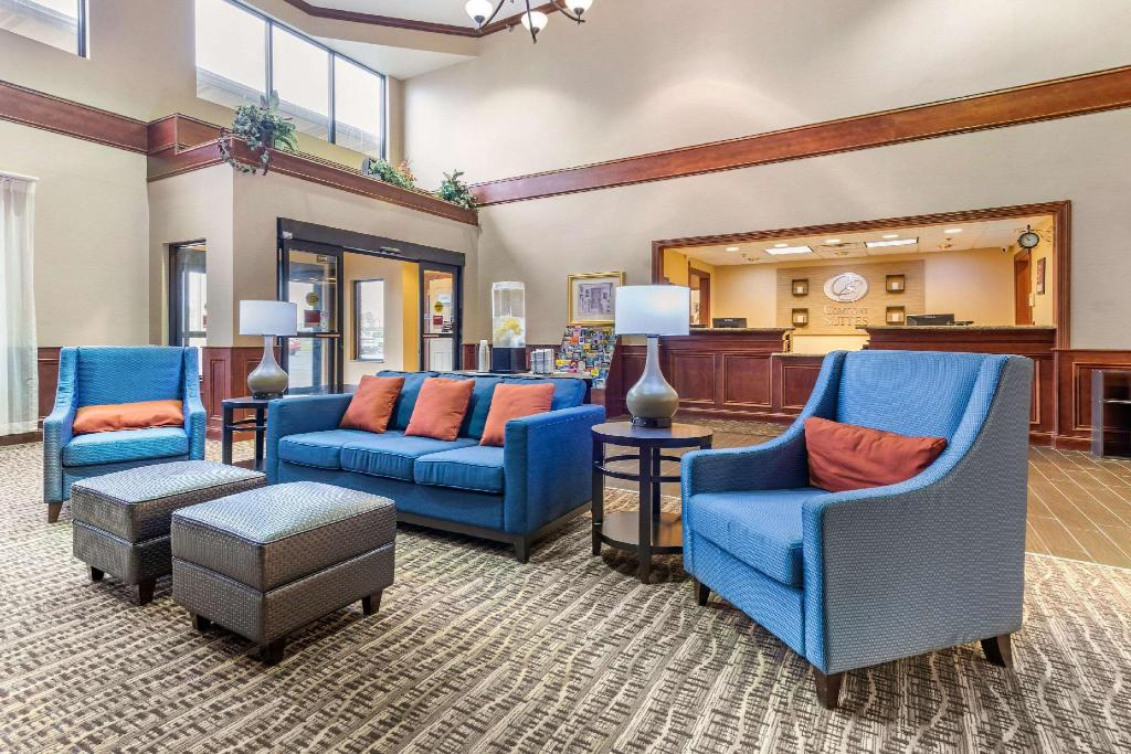 Lobby Comfort Suites Findlay
