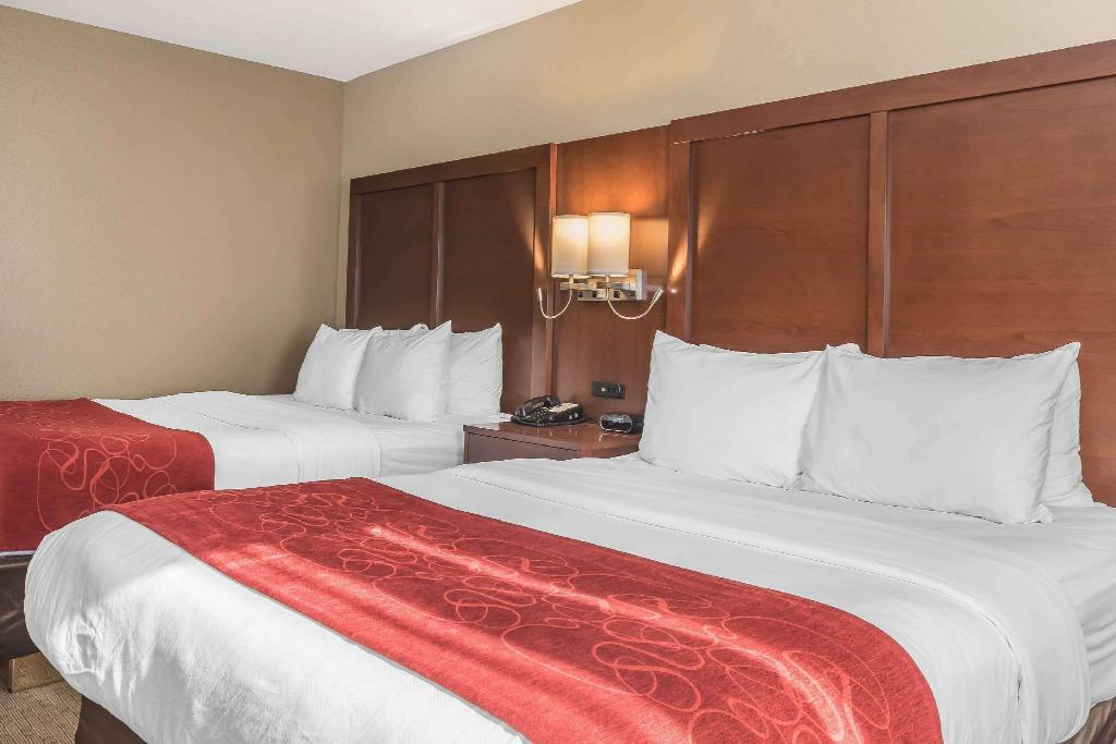 2 Queen Beds, Suite, Nonsmoking - Guestroom Comfort Suites Mason
