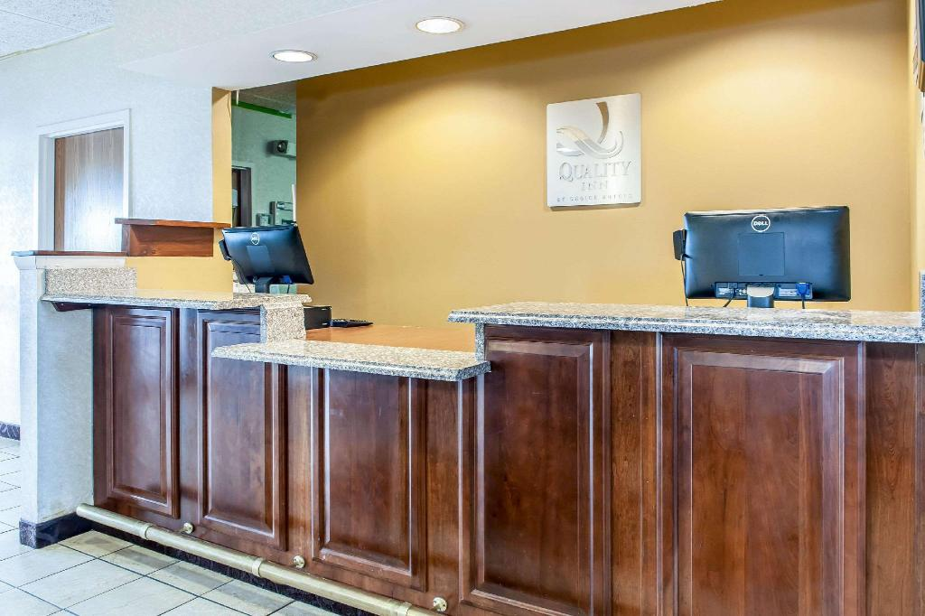 Лобби Quality Inn West Chester