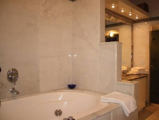 شقة من غرفتي نوم - 5 Via dei Cerchi  ( Two-Bedroom Apartment - 5 Via dei Cerchi )