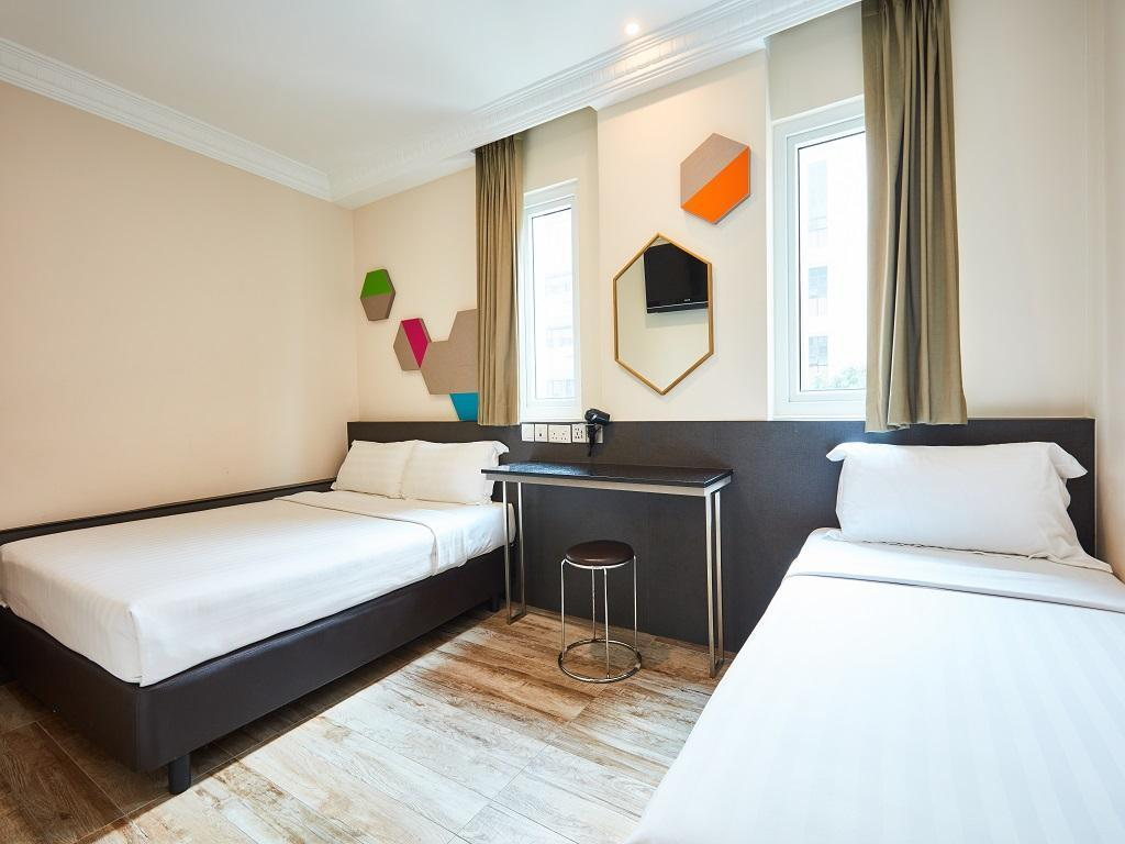 Superior Room with 1 Double Bed and 1 Single Be d