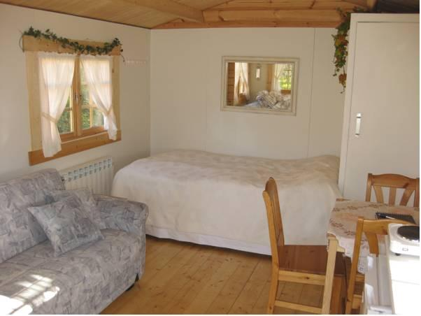 Hytte med privat toilet (Cottage with Private Toilet)