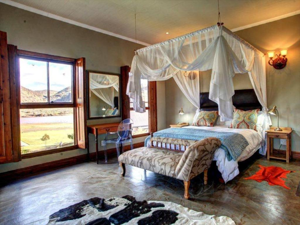 Luxury Suite - Guestroom Madi Madi Karoo Safari Lodge