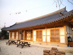 Reed House Hanok Pension