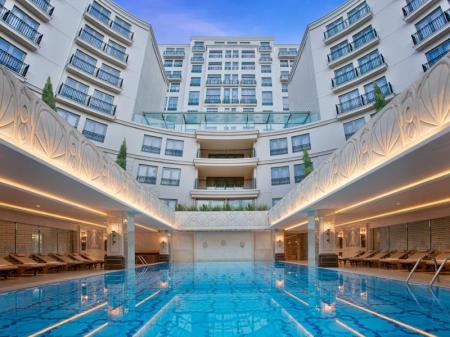 Swimming pool CVK Park Bosphorus Hotel Istanbul