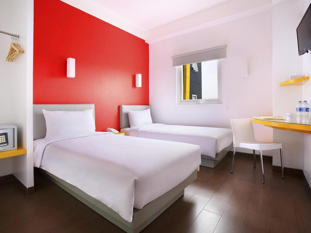 Smart Twin Room - Bed Amaris Hotel Bekasi Barat