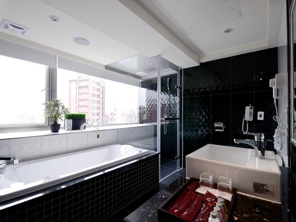 V One Hotel In Taipei Room Deals Photos Reviews