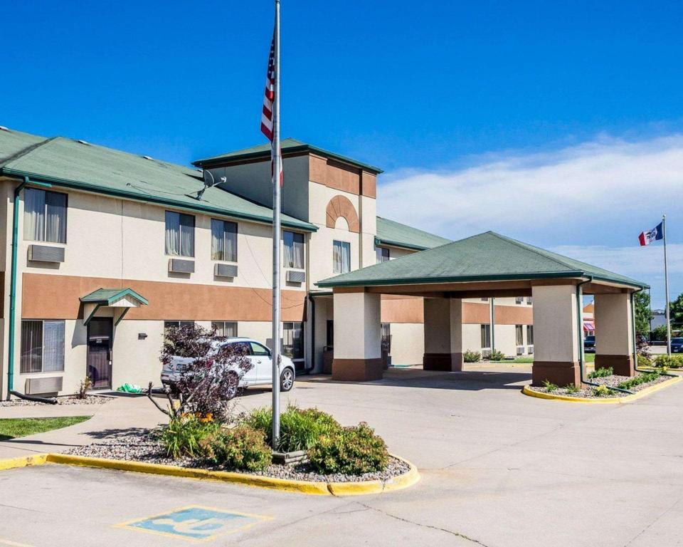 Quality Inn and Suites Altoona - Des Moines