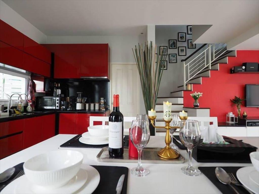 Restaurante Modern Townhome, 10min/AIRPORT TRAIN& NIGHT MARKET