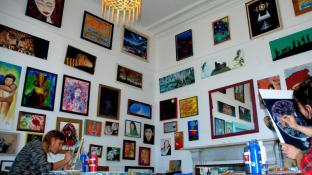 ChillaWhile Backpackers Art Gallery