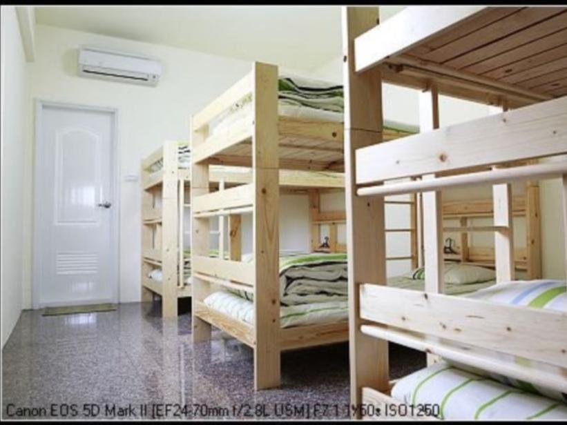 6人宿舍 - 需共用衛浴 (Dormitory Style Room for 6 with Shared Bathroom)
