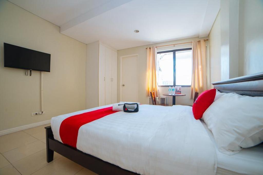RedDoorz Plus near Capitol Commons in Manila - Room Deals