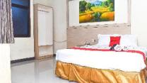 RedDoorz Plus near Sultan Hasanuddin Airport