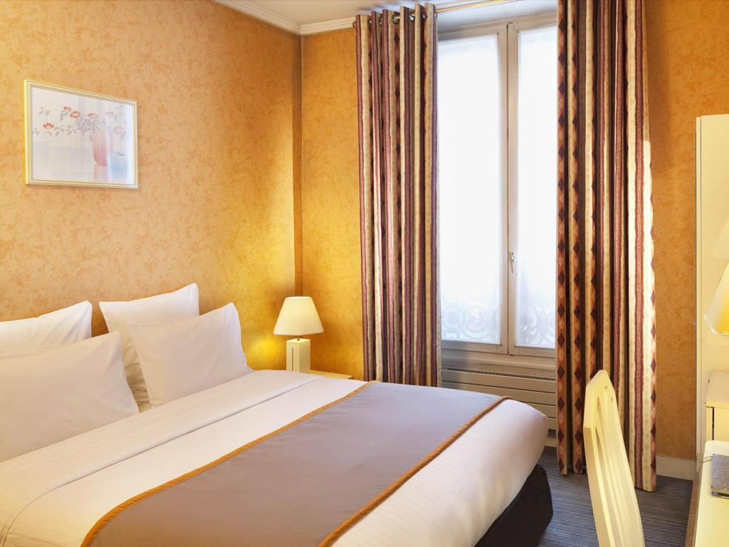 Classic Double Bed - Bed Hotel Elysa Luxembourg