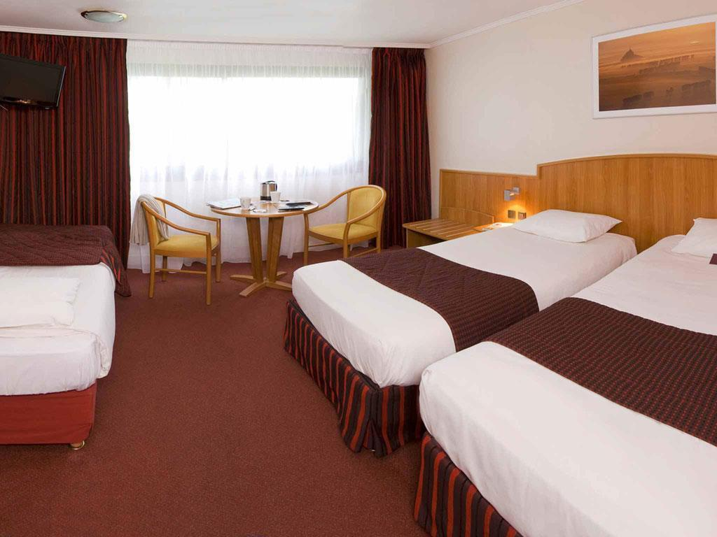 Standard Room with 3 single beds