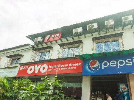 Exterior view OYO 328 Hotel Royal Annex