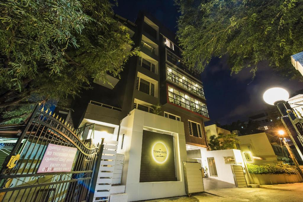 Фасада на хотела OYO Townhouse 014 MG Road Bangalore