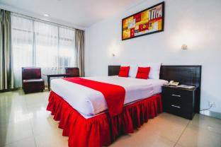 RedDoorz Plus near Mall Ratu Indah 2