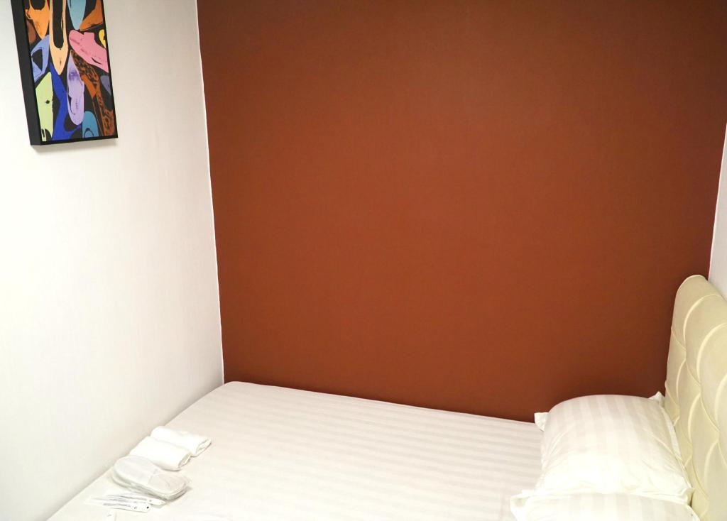 Double Bed Room - Bed Spin Hotel