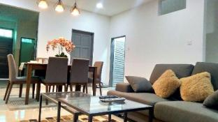 NEAR BEACH & AIRPORT-RIZQEE HOMESTAY-NEW & MODERN