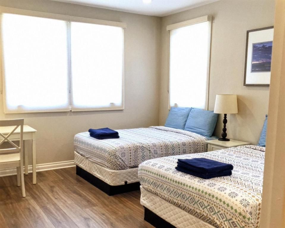 Quadruple Room with Private Bathroom - Bedroom Los Angeles RoomRentals Harvard Heights