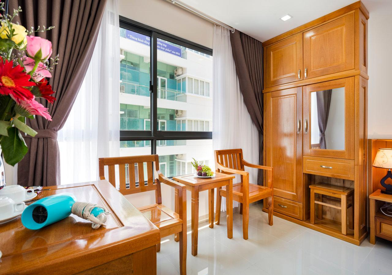 Deluxe hướng thành phố có giường King (Deluxe City View with King Bed)