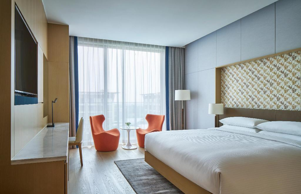 Deluxe King Room, Guest room, 1 King - Bedroom Jeju Shinhwa World Marriott Resort