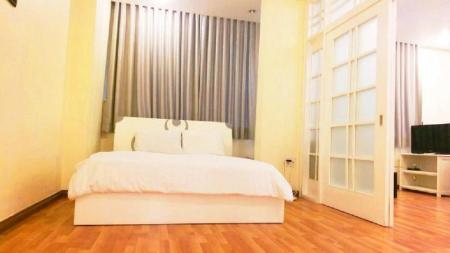 1 King Bed City View - Спалня Greenlife Apart Hotel