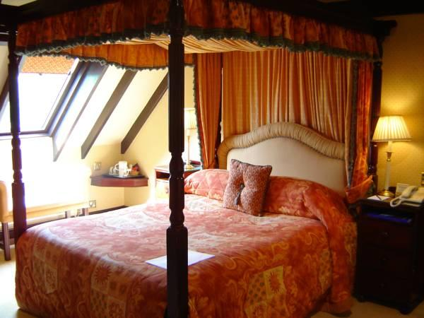 Habitación Doble con cama con dosel (Double Room with Four Poster Bed)