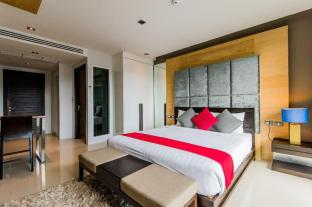 Emerald Terrace Patong by Chatttha