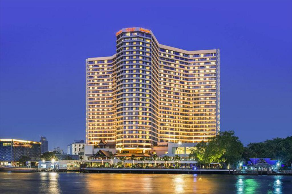 皇家兰花喜来登酒店 (Royal Orchid Sheraton Hotel & Towers)