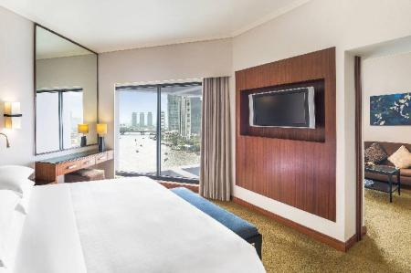 Junior, Club lounge access, 1 Bedroom Junior Suite, 1 King 皇家兰花喜来登酒店 (Royal Orchid Sheraton Hotel & Towers)