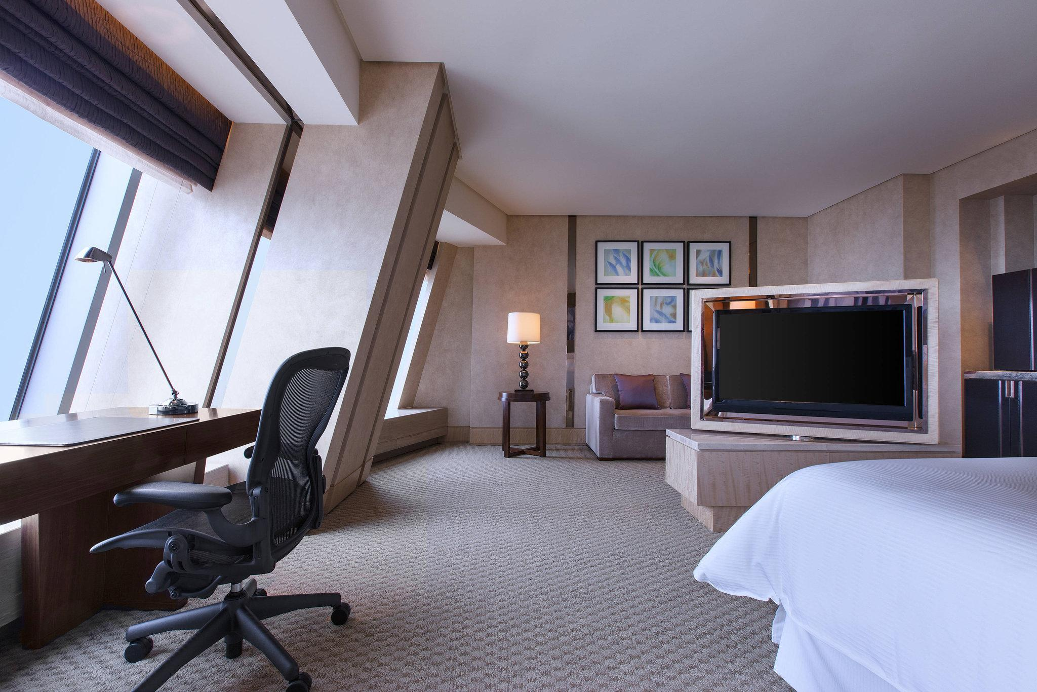 Grand Executive Room, Club level, Larger Guest room, 1 King