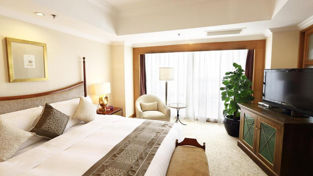 1 King Bed Club Floor Suite Seaview Non-Smoking Crowne Plaza Qingdao
