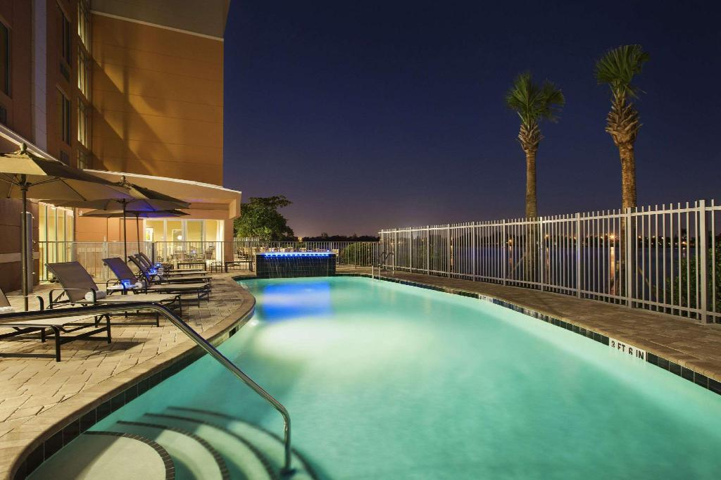 Swimming pool [outdoor] Cambria hotel & suites Miami Airport - Blue Lagoon