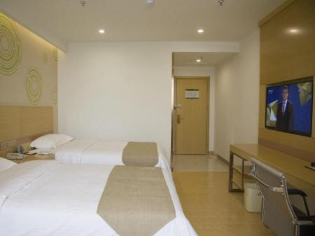 Бизнес стая с две единични легла GreenTree Inn Jinan Licheng District Jichang Road Yaoqing Airport Business Hotel