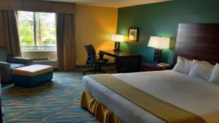 Holiday Inn Express Hotel & Suites Bluffton at Hilton Head Area