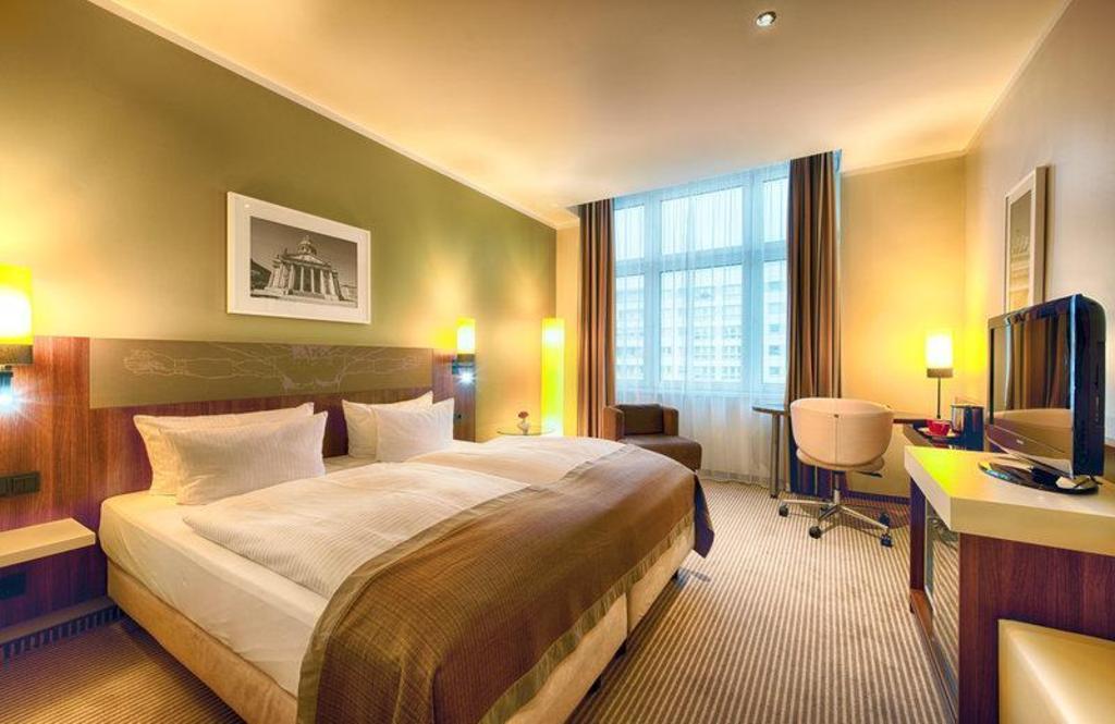 Best Price on Leonardo Royal Hotel Berlin Alexanderplatz in