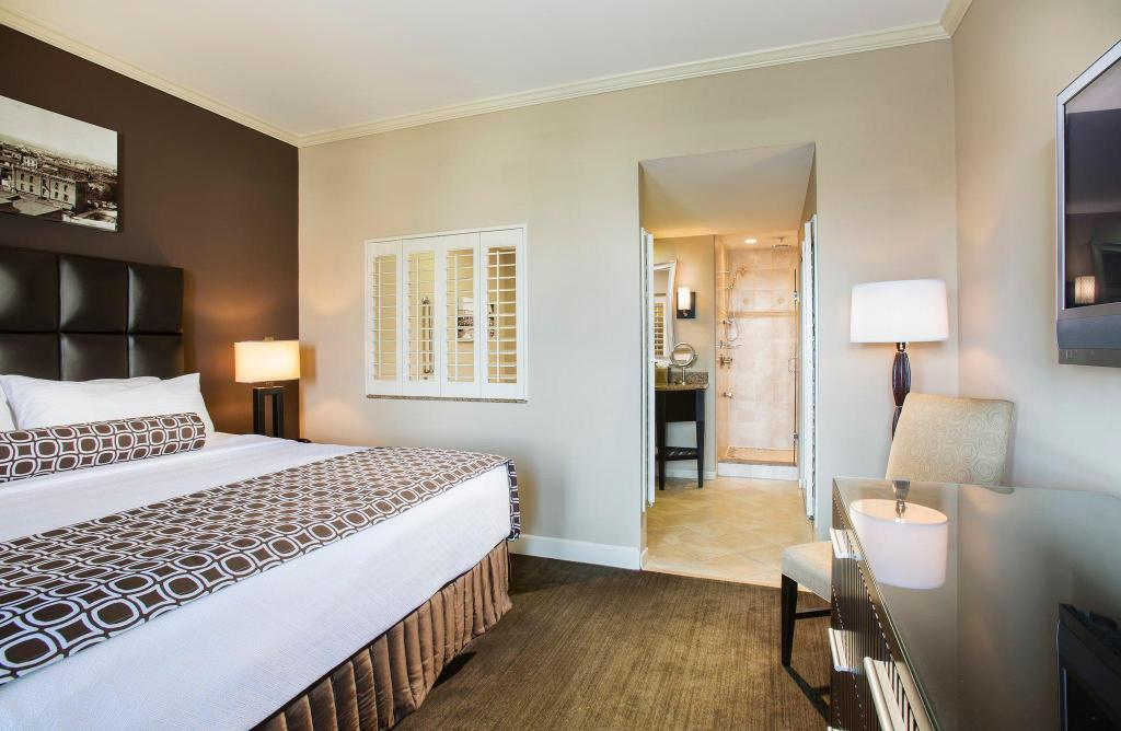 1 King Bed Suite Non-Smoking Crowne Plaza Hotel Orlando Downtown