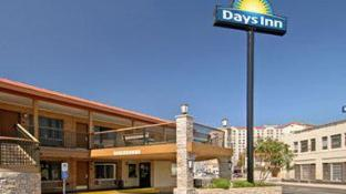 Days Inn by Wyndham San Antonio Alamo/Riverwalk