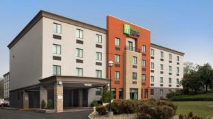 Holiday Inn Express Saugus Logan Airport