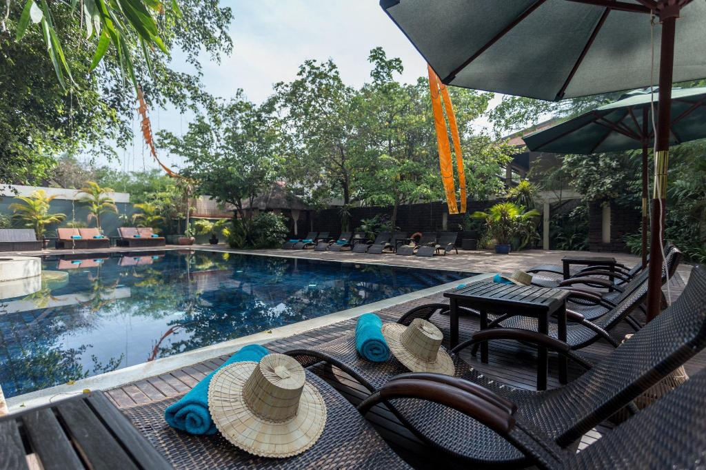 Swimming pool [outdoor] Heritage Suites Hotel